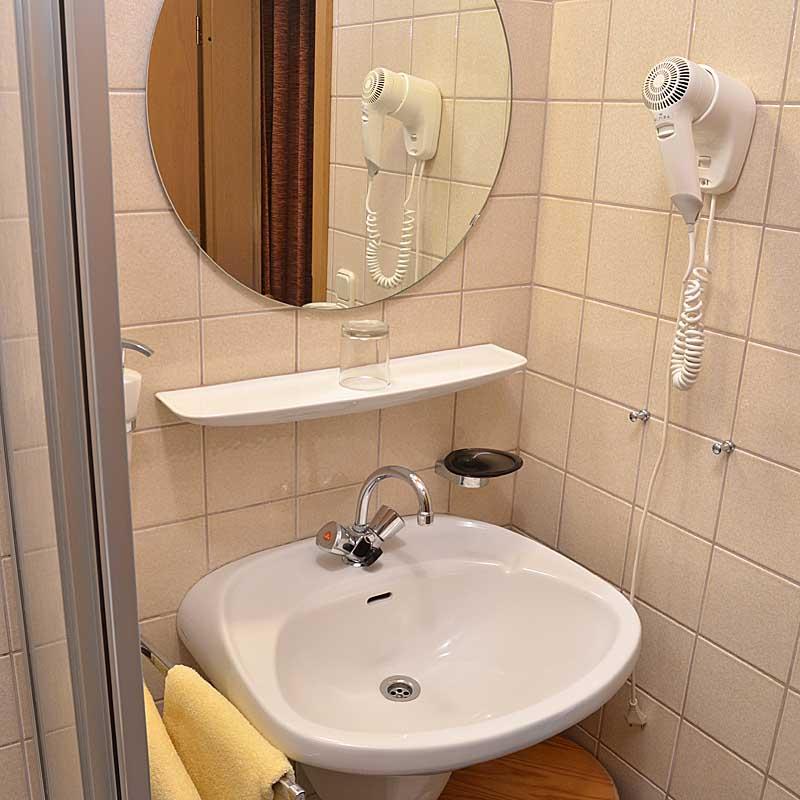 Bad vom Einzelzimmer, Gästehaus Ehmer, Neustadt / Weinstr.