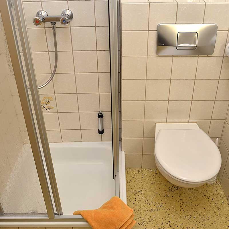 Bad vom Doppelzimmer, Gästehaus Ehmer, Neustadt / Weinstr.